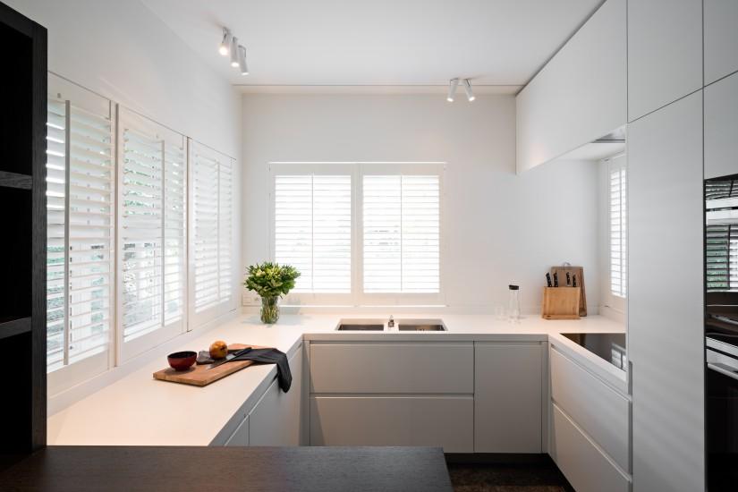 FB 1521 woning - edegem - keuken zwart en wit zwarte fineer