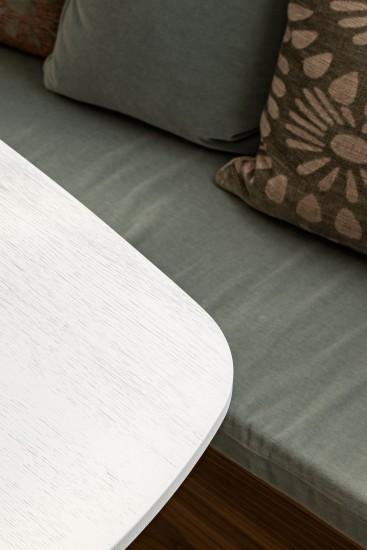 FB 1729 LAER appartement - knokke-heist - geborsteld wit eik furniture RR knokke.jpg