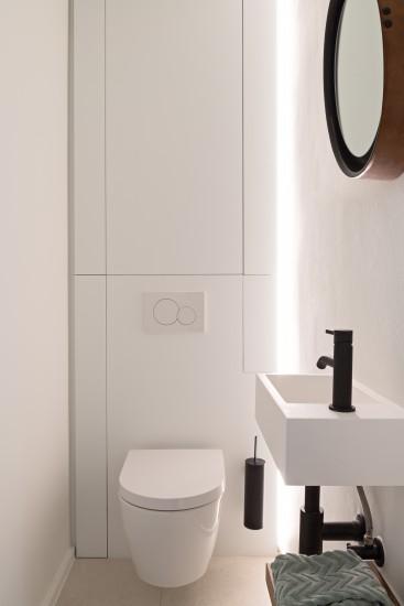 FB 1729 LAER appartement - knokke-heist - toilet zwart kraanwerk jee-o.jpg