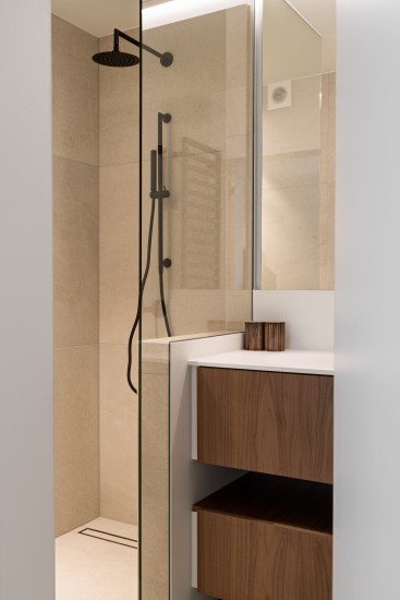 FB 1729 LAER appartement - knokke-heist - inloop douche zandkleurige keramische tegels .jpg