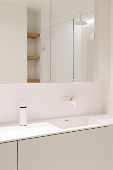 FB 1815 VLIEGER appartement - knokke-heist -badkamer wit kraanwerk.jpg