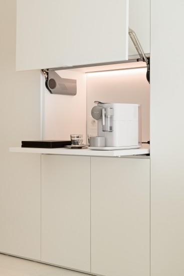FB 1815 VLIEGER appartement - knokke-heist - maatwerk kastenwand koffie machine