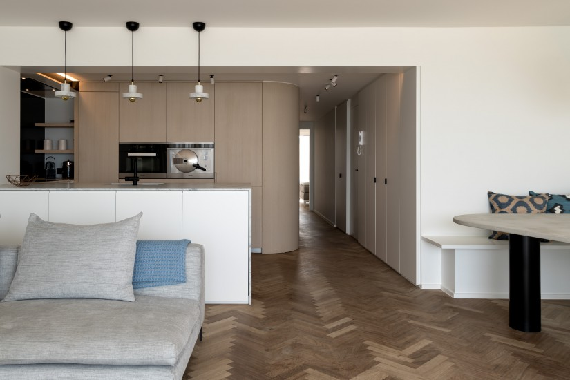 FB 1620 DEVE appartement - knokke - keuken visgraat parket eik fineer.jpg