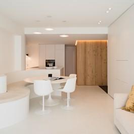 FB 1815 VLIEGER appartement - knokke-heist - woonkamer leefkamer licht tulip chair .jpg